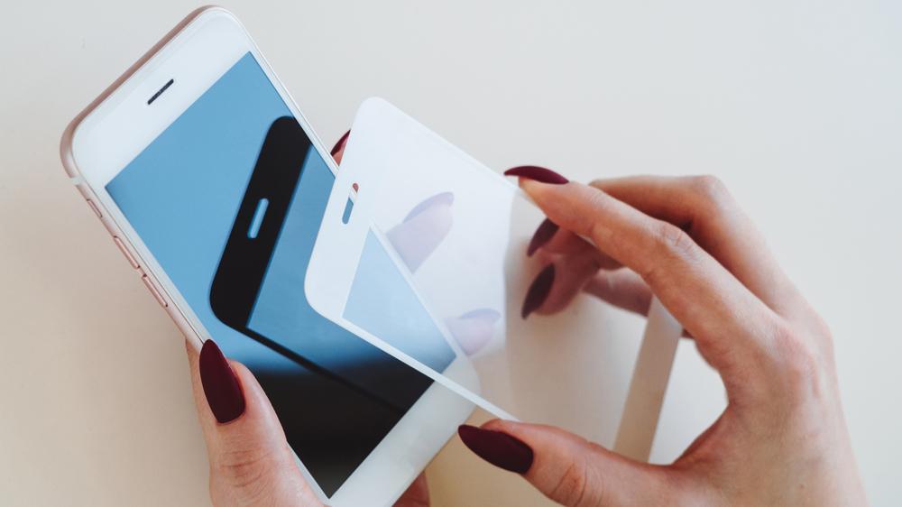 Utstyr til mobiltelefon. Deksel beskytter skjermen