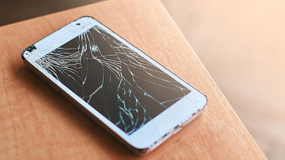 knust skjerm på mobiltelefon